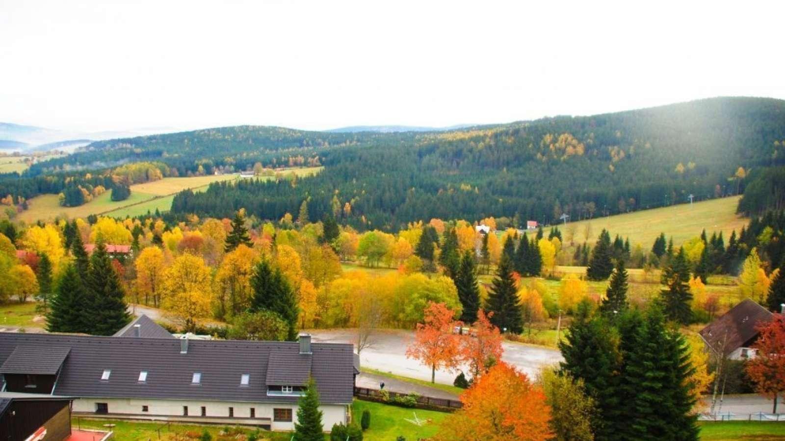 Podzimní výhled z hotelu Zadov